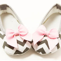 Bow Embellished Gray Chevron Crib Shoes