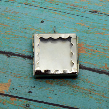 Scalloped Square Glass Shadow box Locket Pendant Charm Silver Vintage style Keepsake (BD035)