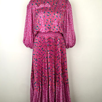 DIANE FREIS!!! Vintage 1980s 'Diane Freis' printed mauve dress with pleated skirt, appliqué bodice and gathered sleeves