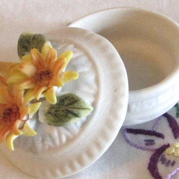 Tiny Trinket Box, Miniature Daisies Porcelain Box, Ring Storage Box, Wedding Proposal Ring Box, Art Collectibles, laslovelies