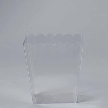 Plastic Large Scalloped Container, 6-Inch, Clear