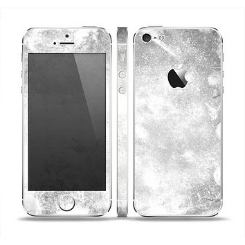 The White Cracked Rock Surface Skin Set for the Apple iPhone 5