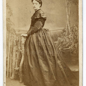 CDV Photo Victorian Pretty Woman, Hair Up, Hoop Dress Standing Portrait - Brompton London - Carte de Visite Antique Photograph