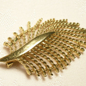 Vintage GERRY'S 1960's LEAF Brooch  Open Cut Twisted Rope Gold Metal  Fashion Jewelry Coat Pin