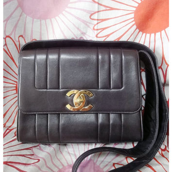 Vintage CHANEL darkbrown, bronze lambskin 2.55 jumbo shoulder bag with a large gold CC closure hock. Daily Chanel