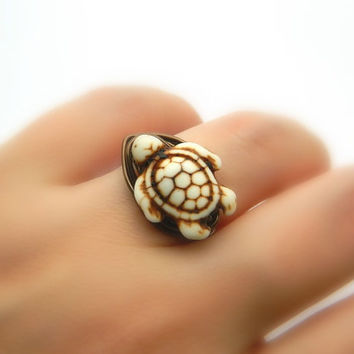 Turtle Ring, White Turtle Howlite Bead Ring. White Turtle, Turtle, Tribal Boho Rings, Size 6, Animal Jewelry Rings, White Ring, Rustic Ring