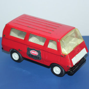 Vintage red Tonka Fire Chief van, toy cars, collectible cars, miniature cars, fire truck