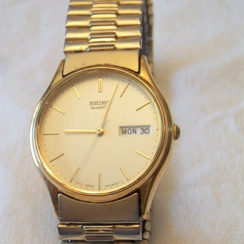LOVEABLE ITEMS Vintage 1989 Mens Seiko Quartz Watch Gold Band Japan Movt W/Date S114V New Old Stock