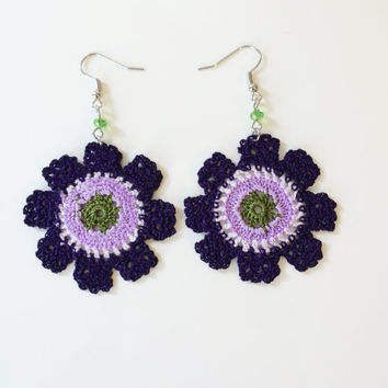 Multicolor Wheel Crochet and Beaded Earrings, pair of Wheel earrings and beaded.
