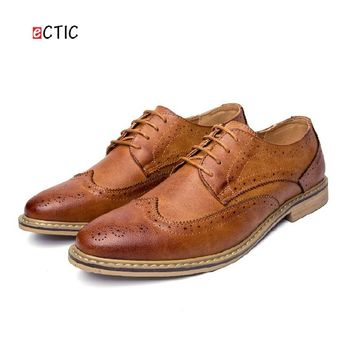 2017 New Arrival Vintage Retro Leather Men Dress Shoes Business Formal Brogue Pointed Toe Carved Oxfords Wedding Shoes