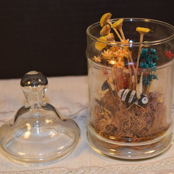 Floral Cloche Honey Bee Vintage Flowers inside Lidded Glass Jar Retro Dried Floral Decor Apothecary Jar Floral Glass Terrarium Modern Decor