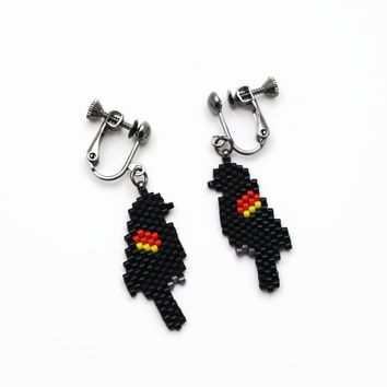 Red Winged Black Bird Beaded Artisan Screw Back Clip-on Earrings For Non Pierced Ears