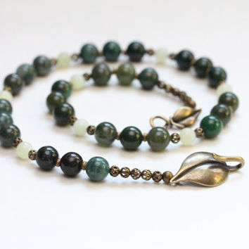 woodland forest green necklace / dark green beaded necklace / shagbark road green necklace / dark green moss agate necklace / earthy leaf