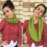Handmade Crocheted Christmas Cowl Scarf in Green with Metallic Thread, Holiday Infinity Scarf, Sparkle Christmas Neckwarmer, Boho Scarf,