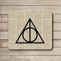 Death Hallow Sign Newspaper Black Signal Mouse Pad Black Drawing Desk Deco Rubber PAD Triangle MousePad Vintage Art Geometric Word Pad