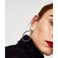 EARRINGS COMBINED WITH FAUX PEARLS DETAILS