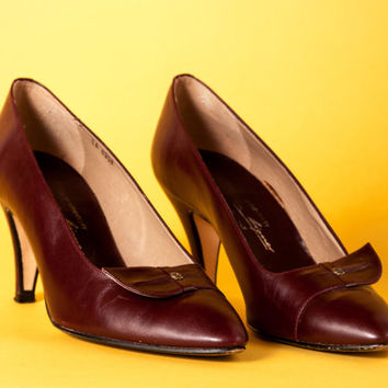 Vintage 1980s Etienne Aigner heels / 80s does 50s / oxblood leather / size 8