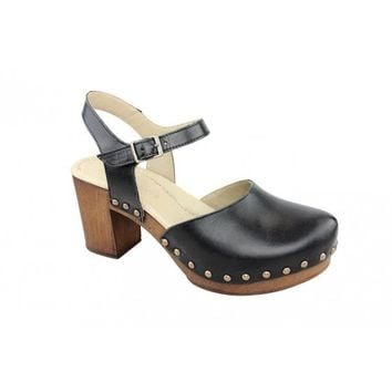 Ten points Eva closed toe sandal in brushed leather