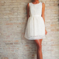 LACE CAMEO DRESS - IVORY