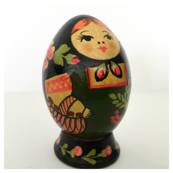 Berries and Flowers. Russian Wooden Solid Painted Egg with Stand. Babushka. Matryoshka Doll. Beautiful Details. 1980's. Bought in Germany.