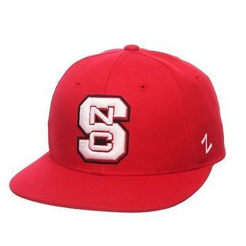 Licensed North Carolina State Wolfpack NCAA M15 Size 7 1/2 Fitted Hat Cap Zephyr 288467 KO_19_1