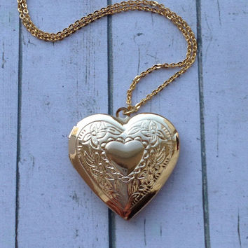 Gold Heart Locket. Personalized Heart Locket for a Girl. Engraved gold Heart Locket. Anniversary Gift for Her. Gift for Bride from Groom