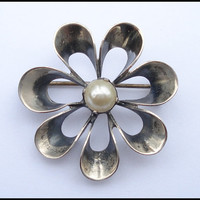 Vintage Mexican Sterling Silver and Glass Pearl Flower Daisy Pin or Brooch