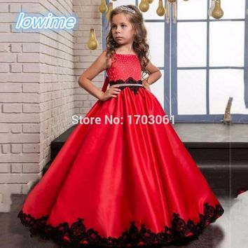 Pretty A Line Red Satin Flower Girls Dresses with Black Appliques 2017 Beading Bodice Custom Kids Gowns for Pageant Wedding Wear