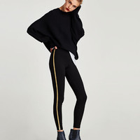 LEGGINGS WITH GOLDEN METAL DETAIL DETAILS