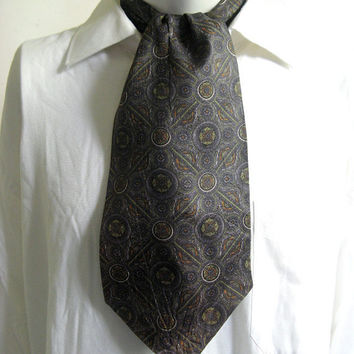 Vintage 1960s Designer Ascot Cotton Diamonds Medallion Mens Necktie Cravatte Cravat