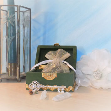 Success / Money Wish  Altar Box - Pagan / Wiccan Charm Bag - Key - Selenite