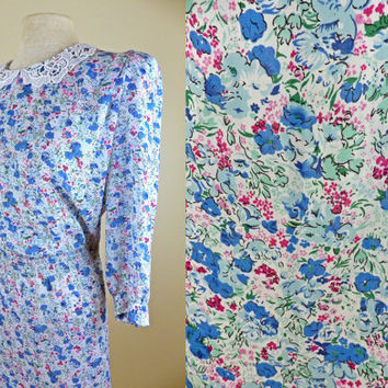 Vintage 80s White & Blue Floral Dress // Lace Collar// Long Sleeves // Shouler Pads // Large