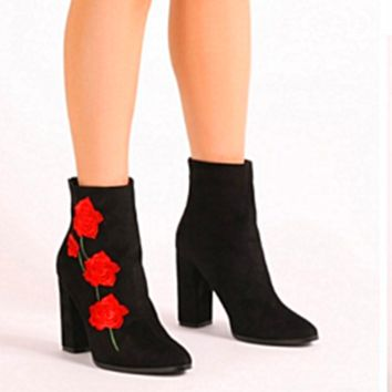 2017 Women Fashion Red Flower Embroidered Heels