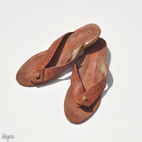 Vintage Tooled Leather Sandals // Embossed Flip Flops // 1970s Shoes // Bohemian Footwear // Size 7 or 7 1/2