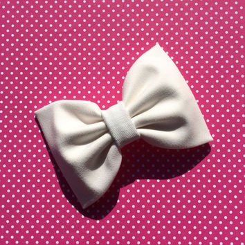 Large creamy white hair bow from Seaside Sparrow. Perfect gift for her.