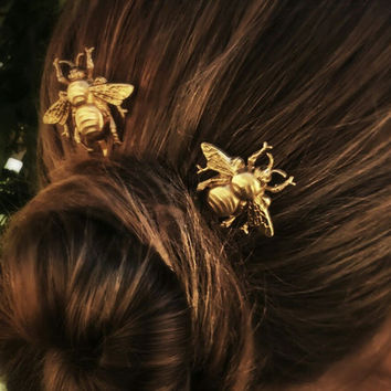 FLASH SALE Bee Hair Pin Gold Bumble Bee Bobby Pins Brass Hair Pins Bee Hair Clips Bridal Hair