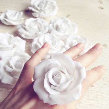 White rose ring, snow white, rose jewelry, rose ring, polymer clay ring, polymer clay jewelry, flower ring, adjustable ring, white rose