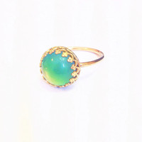 Medium 14kt Gold Mood Ring Fancy Crown Color Changing