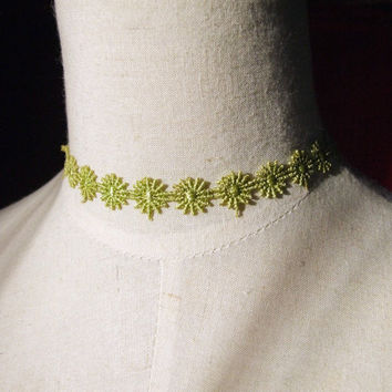 gorgeous green flower  venise lace vintage  victorian choker necklace medieval  art deco boho hippie gypsy