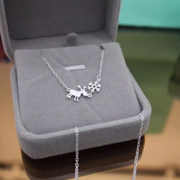 925 Sterling Silver Necklace lovely snowflake and elk, can be used as a Christmas gift to her