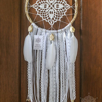White dream catcher mobile, crochet doily dreamcatcher wall hanging, wedding dreamcatcher, boho dream catcher, gypsy lace dreamcatcher