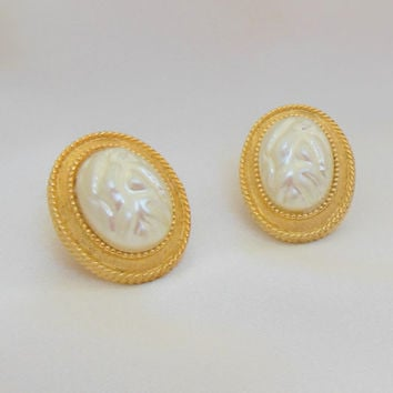 Vintage Earrings Pearl and Gold Large Clip On