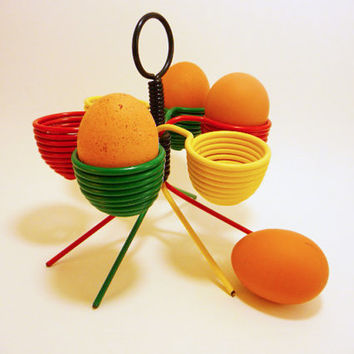 Eggs display french bistrot 60's french vintage red yellow green rasta colours scoubidou french café  cuisine retro