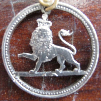 Hand Cut Coin jewelry 10 Pence a lion por InterlockingQuarters