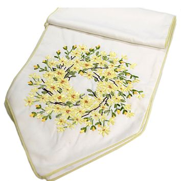 Tabletop DAISY WREATH TABLE RUNNER Fabric Hand Wash Polyester 66129