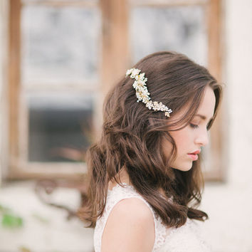 Gold floral hair comb - style 1116