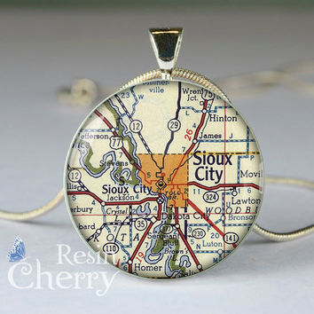 vintage map necklace pendants,Sioux City map glass pendant,Sioux City map resin pendant- M0309CP