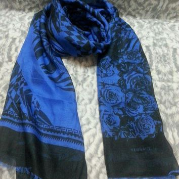 CREYRQ5 New VERSACE women scarf .Made in Italy. 65X200cm. Modal90%+Cashmere10%.