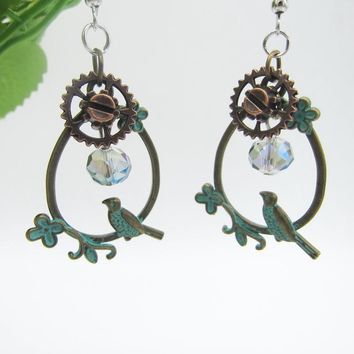 New Arrival Nice Birds Looking for Faceted Crystals Fashion Gears Steampunk Dangle Earring