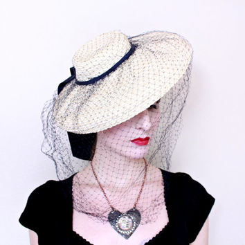1930s Hat / VINTAGE / 30s Hat / Wide brim / Tilt / Straw / Veil / Black and Ivory / WOW